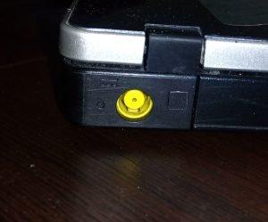 повредена букса на лаптоп